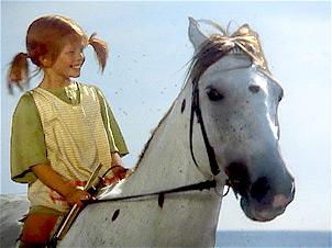 Pippi Langstrumpf (Tami Erin) mit ihrem Haustier, dem Pferd 'Kleiner Onkel'.